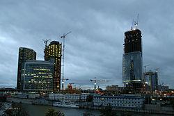 A modern Moszkva-City építés alatt. Moszkva egyike a világ legdrágább városainak.