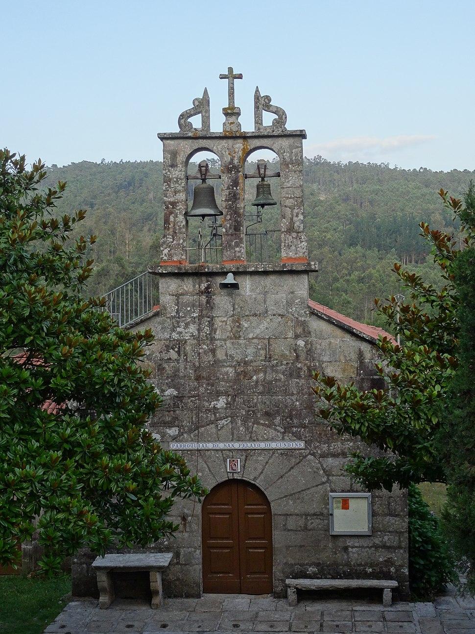 Fachada Igrexa Cundíns, Cabana de Bergantiños