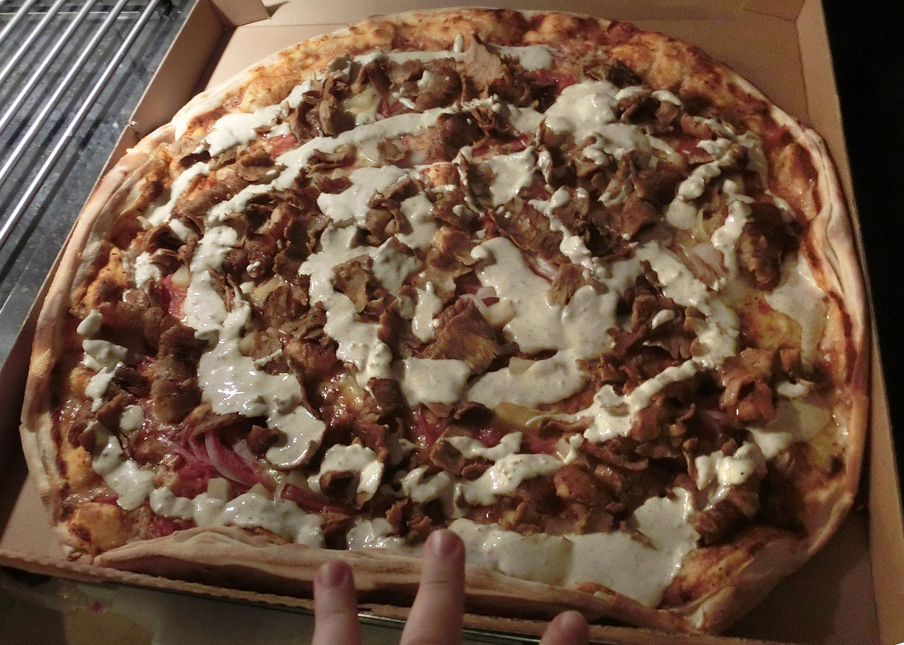 A pizza-kebab hybrid on the menu at the pizzeria La Bella, in Sweden, 2013. Photo credit: Gunnar Creutz/Wikimedia Commons [Licensed under CC BY 3.0]