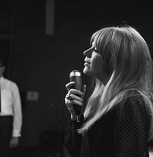 Marianne Faithfull performing on the Dutch TV programme Fanclub on 17 September 1966 Fanclub1966MarianneFaithfull3.jpg
