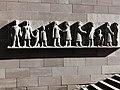 Fassadenrelief, Leute von Heute, 1961, Peter Moilliet (1921–2016).jpg