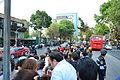 Fieles esperando al Papa Francisco fuera de la Nunciatura Apostólica de la Ciudad de México 02.JPG