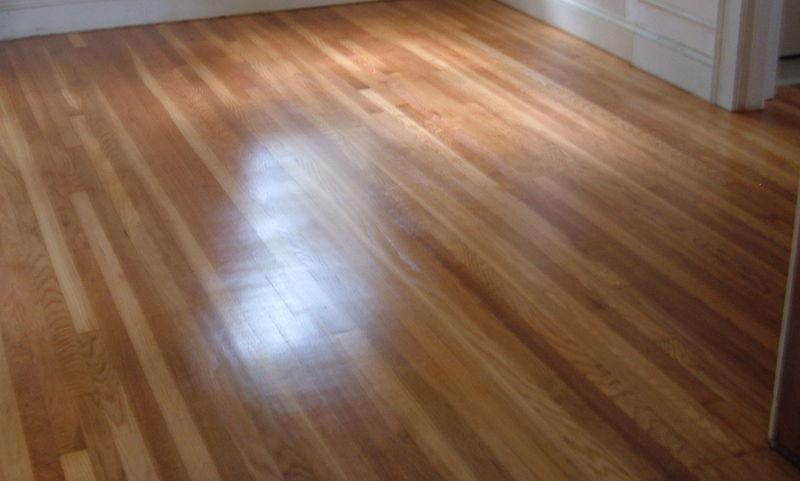 podłoga z drewna litego