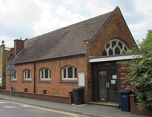 Former Three Counties Church, Kings Road, Haslemere (June 2015) (2)