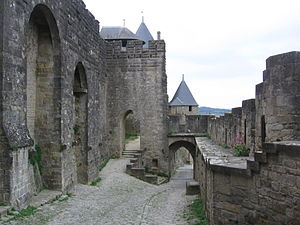 Zwinger - Gateway leading into the Zwinger in Carcassonne. Right: the lower Zwinger wall.