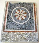 Frammento di mosaico con rosetta, da rodi est, I sec ac-I dc.JPG