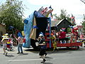 Fremont Solstice Parade 2007 - box heads 02.jpg