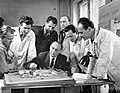 Gádoros Lajos, a Középület Tervező Intézet igazgatója kollégáinak bemutatja a Szinkron-műterem makettjét. Fortepan 6447.jpg