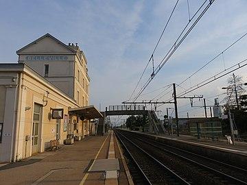 Gare de Belleville (Rhône) - Voies direction sud (août 2018).jpg