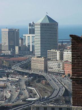 Genova-Castello D'Albertis-veduta sul Matitone e la strada sopraelevata.jpg