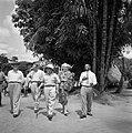 Gezelschap in dorp in Suriname. Links de heer De Greve, rechts mevrouw De Greve, Bestanddeelnr 252-5161.jpg