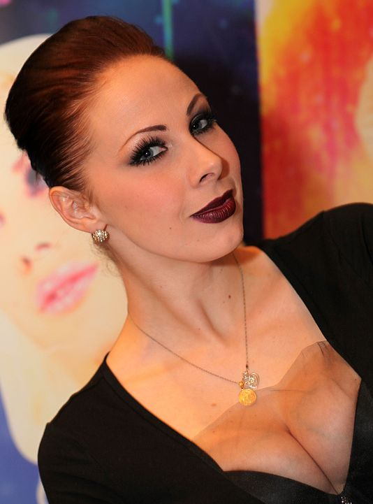 Big boobed redhead Gianna Michaels licks the ball sac of a BBC while giving BJ  89844