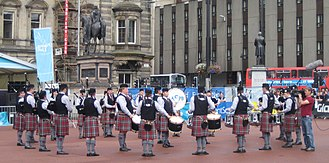 Los Angeles Scottish Pipe Band - Image: Glasgow 2008 georgesquare lascots
