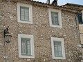 Gorbio maison avec fenetres en trompe l'oeil2.jpg