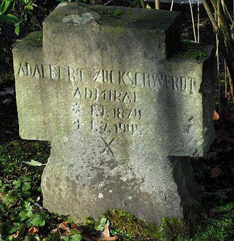 Hövelhof - Image: Grab von Adalbert Zuckschwerdt