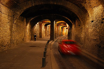 A car and pedestrian pass in a tunnel under Guanajuato city Guanajuato subterraneo.jpg