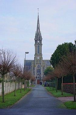 Hénanbihen 22 Église 2007.jpg