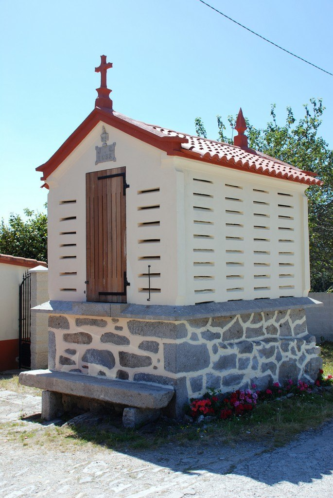 Hórreo moderno en Vilalba.