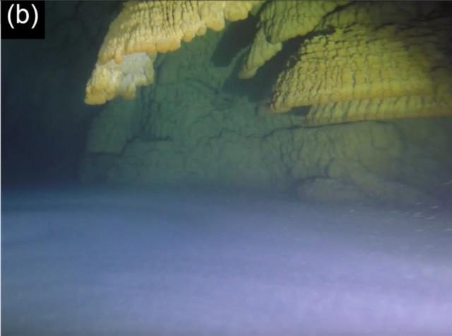Hells Bells (cave formations) 640px-Hells_Bells-B