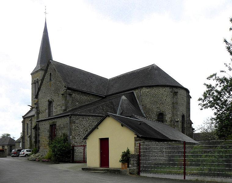 Église de l'Immaculée Conception de Hercé (53). Chevet et flanc est.