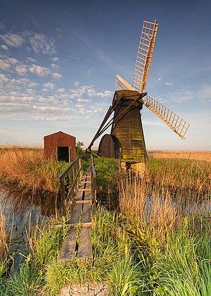 Herringfleet Windmill - Image: Herringfleet Windmill Bridge 4096 x 5734