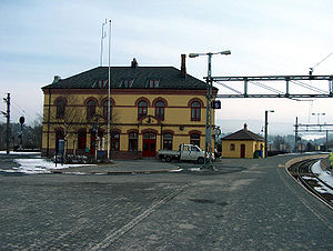 Hønefoss Station - The west side of Hønefoss Station. To the left trains heading towards Drammen. Behind the small yellow building was the old station house.