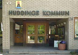 Entré til Huddinge kommunalhuse.