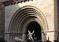 Imatge de sant Vicent entrant per la porta de l'Almoina de la catedral, València.JPG