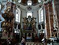 Innsbruck Dom St. Jakob Innen Querschiff.jpg