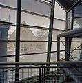 Interieur, uitzicht vanuit de nieuwbouw op de Gereformeerde kerk aan het Hofplein - Middelburg - 20374469 - RCE.jpg
