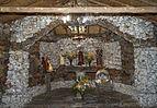 Interior de la Capilla de piedra.jpg