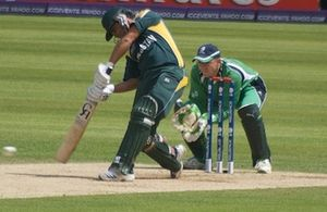 Niall O'Brien (cricketer) - O'Brien keeping wicket against Pakistan during the 2009 ICC World Twenty20.