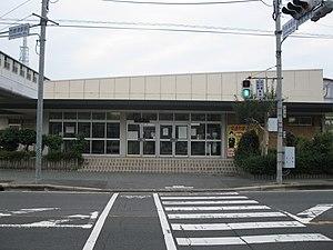 Nishi-Karatsu Station - Image: JR Kyushu Karatsu line Nishi karatsu station building 20091030