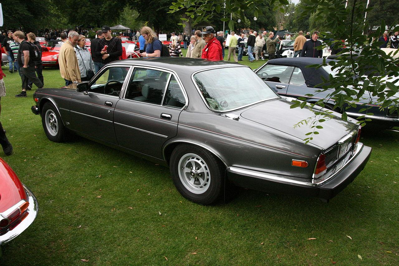 File:Jaguar XJ6 (1985 US spec) rear left.jpg - Wikimedia ...
