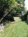 Jardins Rocambole, Corps-Nuds, France, 7-2019, arche de chaises recyclées et peintes en jaune 01.jpg