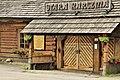 Jeleśnia, Stara Karczma, drzwi z inskrypcją.jpg