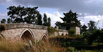 Jianshui County - Image: Jianshui shi qi kong qiao