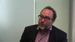 Fil:Jimmy Wales calls for Raif Badawi's freedom.webm
