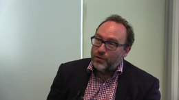 Bestand:Jimmy Wales calls for Raif Badawi's freedom.webm