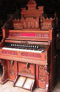 Pump organ keyboard instrument sounded by vibration of metal reeds
