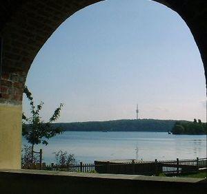 Teltow (region) - Blick über Jungfernsee und Havel bei Potsdam auf den Westrand des Teltow mit dem Schäferberg in Wannsee