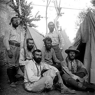 Jules Jacot-Guillarmod - Members of the 1902 K2 Expedition. Jacot-Guillarmod is on the left, in the front row.