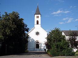 Katholische Pfarrkirche, neuromanischer Saalbau, errichtet nach Plänen Friedrich v. Gärtners, 1832-35; mit Ausstattung.