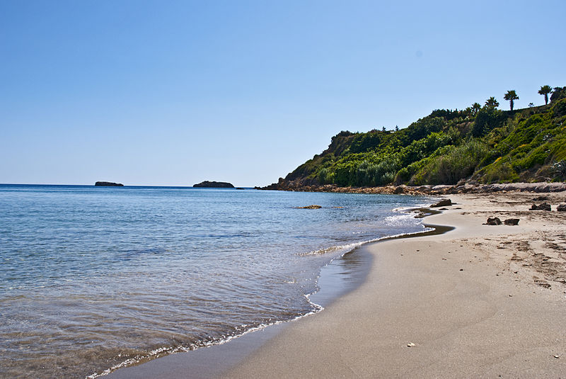 File:Kefalonia, beach (8136018769).jpg