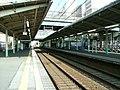 Keisei-main-line-Yukarigaoka-station-platform.jpg