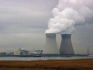 Kerncentrale Doel gezien vanop de rechteroever...