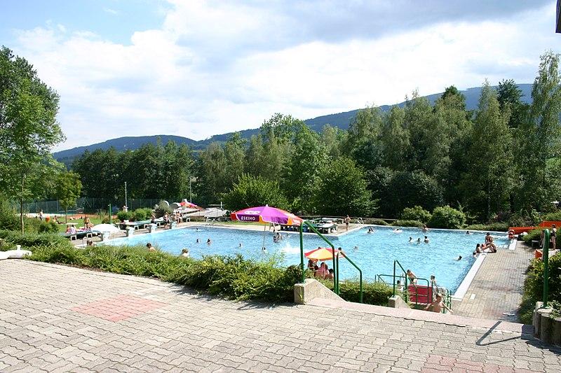 Datei:Kirchberg am Wechsel Schwimmbad.jpg
