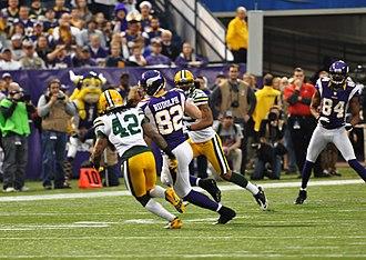 2012 Green Bay Packers season - Image: Kyle Rudolph runs ball vs Packers