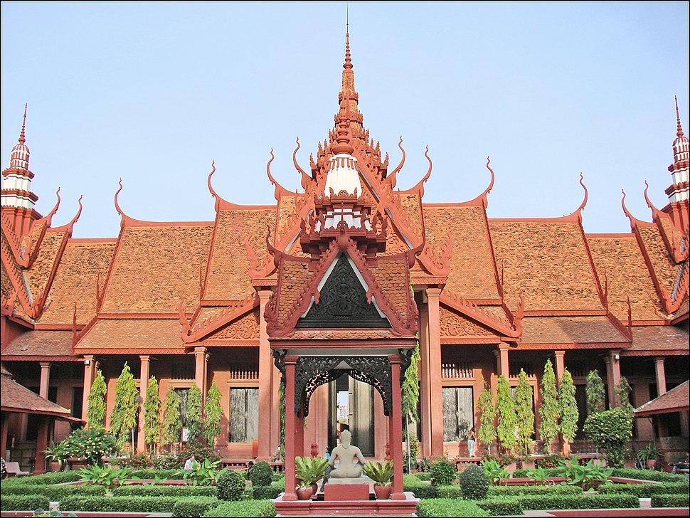 La cour intérieure du musée national (Phnom Penh) (6998203541)
