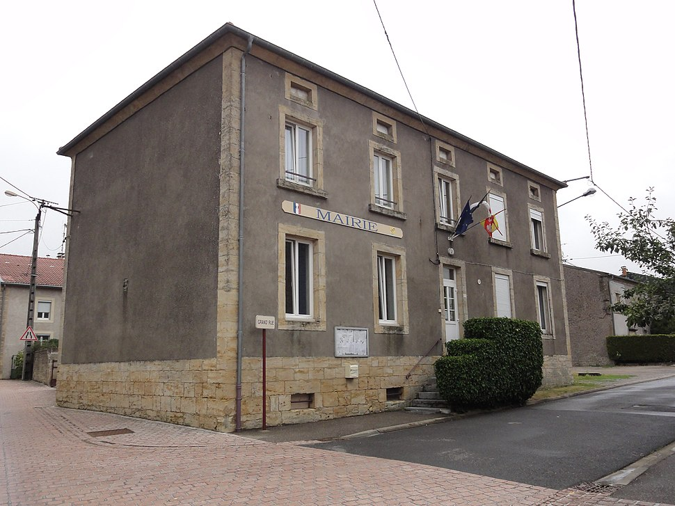 The town hall in Laix